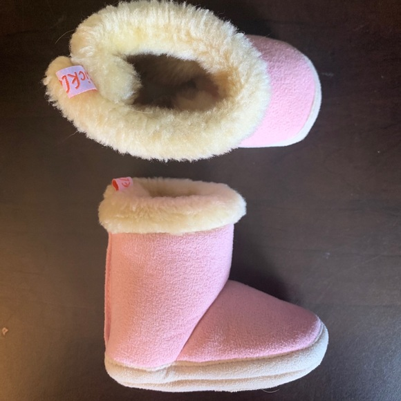5/$20 Pink / Fuzzy boots